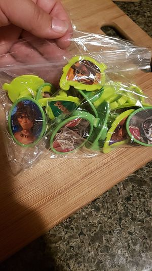 Cupcake- the Croods ring toppers for Sale in Richmond, CA