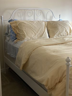 Queen size bed set includes frame, box spring, and matress for Sale in West Palm Beach, FL