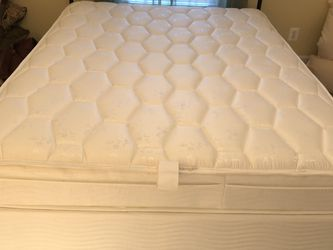 Queen Size Bed Set for Sale in Manassas,  VA
