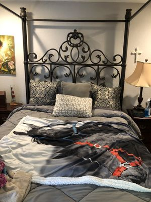 Queen poster bed iron, needs at least a nine foot ceiling . No smoking home. Beautiful for Sale in Knoxville, TN