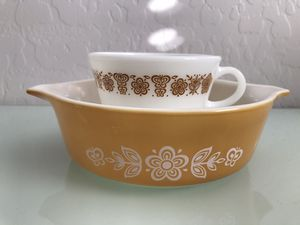 Vintage Pyrex baking dish 500ml gold butterfly with vintage Pyrex cup for Sale in Avondale, AZ