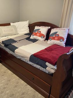 Twin size bed And Trundle for Sale in Eastlake,  OH