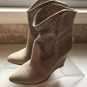 Beautiful 4 inch heeled suede boots, size 9M for Sale in Silver Spring, MD