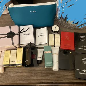 Set Of 20 Luxury Beauty Samples for Sale in Costa Mesa, CA