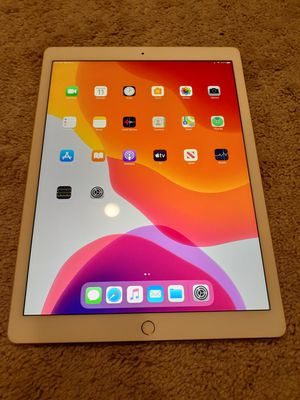 Like New iPad Pro 12.9 2nd Generation 512GB Silver Wifi+4G LTE for Sale in Hillsboro, OR