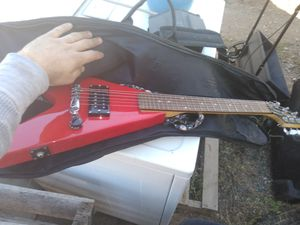 Small electric guitar price negotiable if u can pick it up for Sale in Laveen Village, AZ