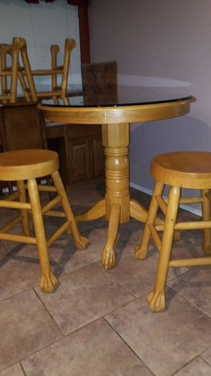 Blonde breakfast table 4 stools .. obo for Sale in Glendale, AZ