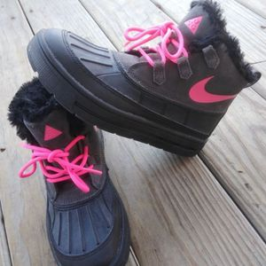 Girl's Nike Duck Boots - 4.5Y for Sale in Chicago, IL