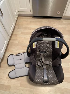 Chicco keyfit infant car seat with two bases. for Sale in Maple Park, IL