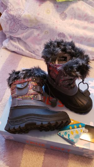 Girls snow boots size 9 toddler for Sale in Highland, CA