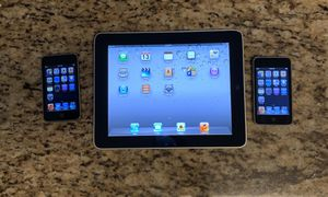 IPAD 1 GEN AND 2 IPOD TOUCH BUNDLE for Sale in Pembroke Pines, FL