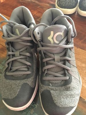 Kevin Durant basketball shoes size 2.5 girls for Sale in Lascassas, TN