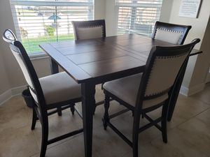 Complete Wood Dinning Table for Sale in Winter Haven, FL