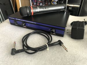 Vicopro VHS-3000 wireless mic system for Sale in Riverside, CA