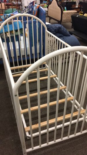 Crib (White) for Sale in Saint Robert, MO