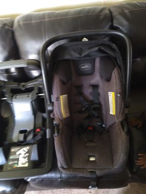 Evenflo car seat and base for Sale in Wilkes-Barre, PA
