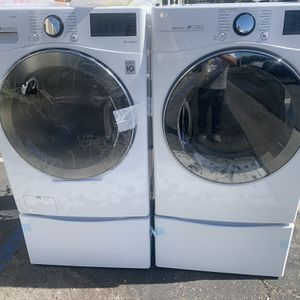 New LG Washer And Gas Dryer With Pedestals for Sale in Orange, CA