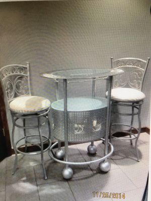 Bar/table with 2 barstools for Sale in Gibsonia, PA