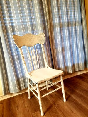 Shabby chic white chair for Sale in Lumberton, TX
