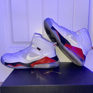 Jordan Mars 270 White/Fire Red for Sale in Lake Stevens, WA