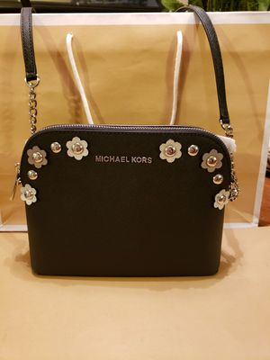 23fc50c5ed8e Croosbody Michael kors authentic brand new 💐💐💐🌷🌷🌹 for Sale in Garden