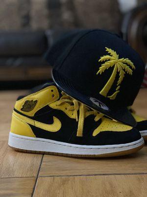 NIKE AIR JORDAN 1 MID OG Yellow & Black for Sale in Brooklyn, NY