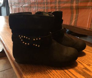 Girls size 11 boots for Sale in Beaver Falls, PA