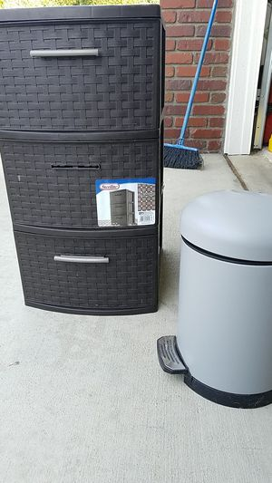 Plastic drawers and small trash can for Sale in Corona, CA