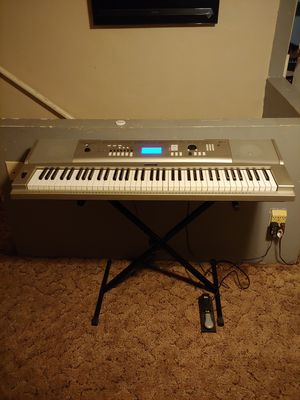 Yamaha ypg-235 portable Grand piano 76 keys for Sale in Charlotte, MI