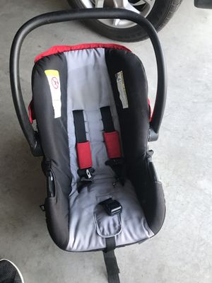 Urbini car seat with base for Sale in Heber, CA
