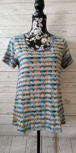 Beautiful LulaRoe Shirt , women's size M ( excellent condition ) for Sale in Frederick, MD