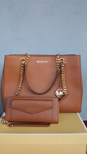 New Authentic Michael Kors Large Tote With A Large Wallet 🎁🎅🎁🎅 for Sale in Commerce, CA