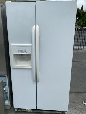 WHITE SIDE BY SIDE REFRIGERATOR KENMORE for Sale in Oceanside, CA