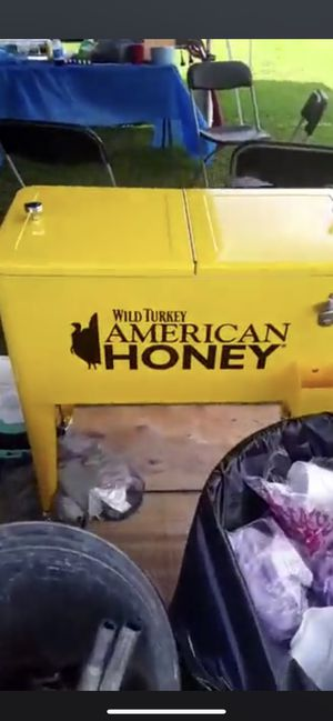 Cooler roller cart American honey still in box for Sale in Pilot Mountain, NC