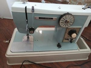 Vintage Universal Sewing Machine for Sale in Dunedin, FL