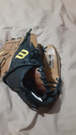 Wilson baseball glove for Sale in Peoria, AZ