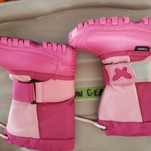 Toddler Girls TUNDRA Snow Boots Size 9 for Sale in Huntington Beach, CA