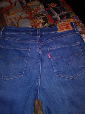 Womens Levis lowrise skinny for Sale in Dundee, FL
