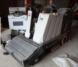 Advance 3800 floor scrubber 36V electric for Sale in Cleveland, OH