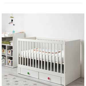 Infant/baby Crib With Drawers & Mattress-white for Sale in Staten Island, NY