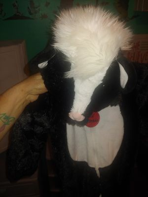 Baby 12 months little stinker skunk costume for Sale in Bellflower, CA