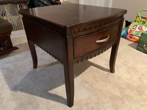 Night table / Mesa de noche for Sale in Silver Spring, MD