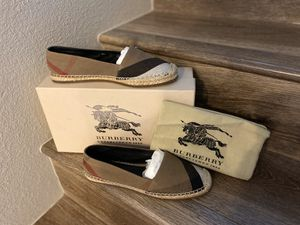 Burberry flats 7 with box & bag for Sale in Phoenix, AZ