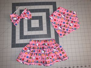 Hello kitty skirt bow & bib set for Sale in Temple City, CA