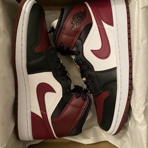 Jordan 1 Mid Se W Dark Beetroot Size 6W And 6.5W for Sale in Annandale, VA