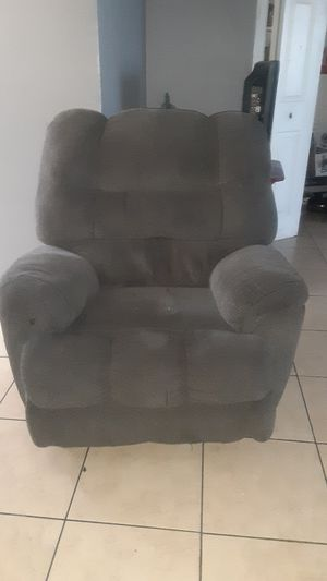 Recliner chair for Sale in Bellflower, CA