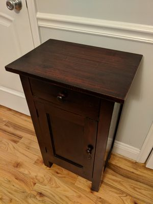 Dark wood end table for Sale in Washington, DC