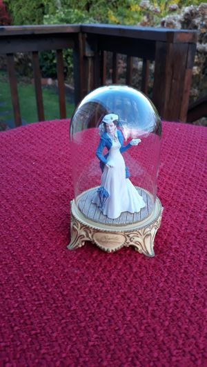 Franklin Mint Gone with the Wind Scarlett O'hara Independence Figurine with Glass Dome for Sale in Sumner, WA