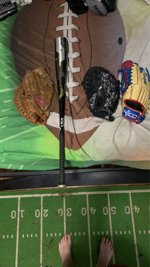 3 left handed baseball gloves and a 2019 Rawlings 5150 nice condition 2 of the gloves broken in the Rico custom waiting on for Sale in Mount Vernon, WA
