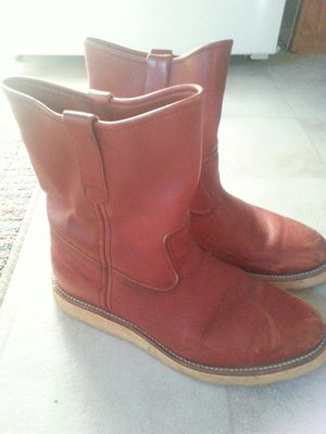 Red wing boots. 9 1/2 . Made in the U S A. for Sale in Show Low, AZ